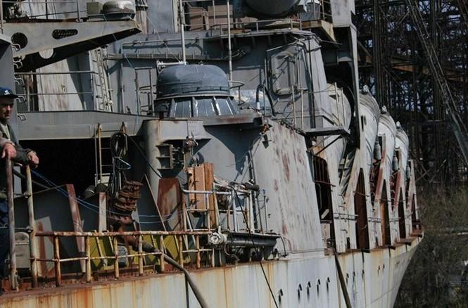 Xót xa trước siêu chiến hạm Ukraine bị bỏ xó - ảnh 5