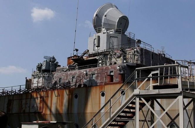 Xót xa trước siêu chiến hạm Ukraine bị bỏ xó - ảnh 7