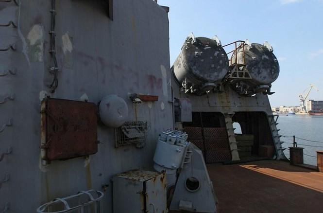 Xót xa trước siêu chiến hạm Ukraine bị bỏ xó - ảnh 8