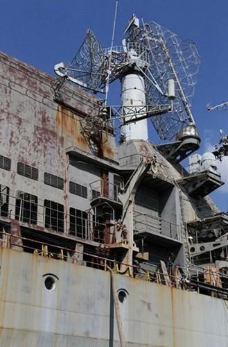 Xót xa trước siêu chiến hạm Ukraine bị bỏ xó - ảnh 9