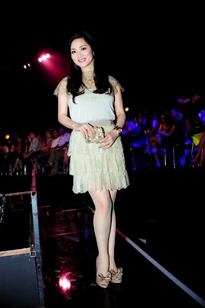Hoa hậu Giáng My khoe vẻ đẹp không tuổi - ảnh 3