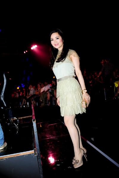 Hoa hậu Giáng My khoe vẻ đẹp không tuổi - ảnh 4