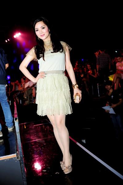 Hoa hậu Giáng My khoe vẻ đẹp không tuổi - ảnh 5