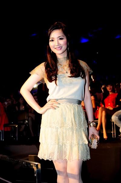 Hoa hậu Giáng My khoe vẻ đẹp không tuổi - ảnh 6