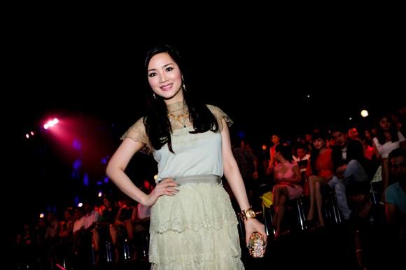 Hoa hậu Giáng My khoe vẻ đẹp không tuổi - ảnh 8