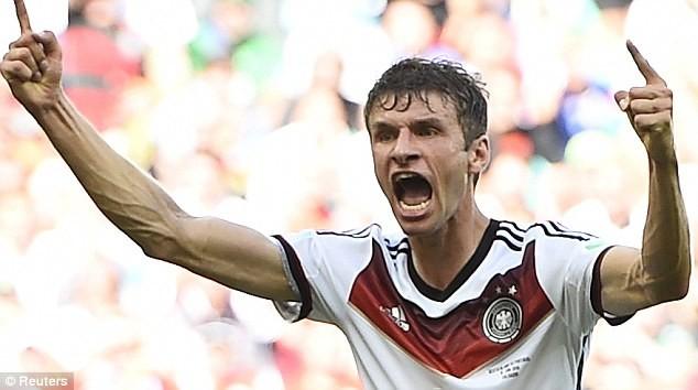 Vì sao Muller rời sân với khuôn mặt bê bết máu? - ảnh 1