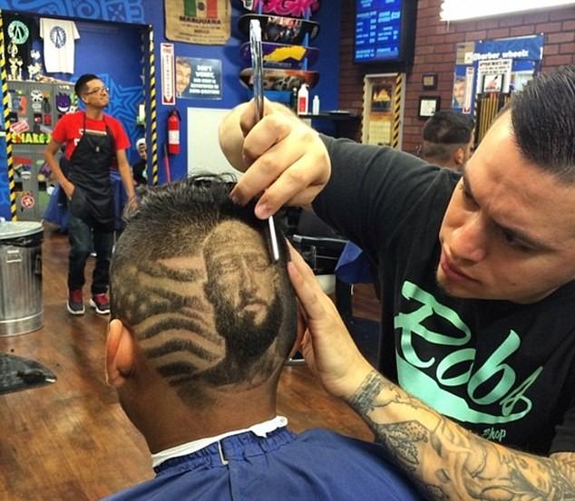 Mùa World Cup, mang cả Ronaldo lên... tóc - ảnh 1