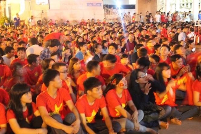 CĐV Sài Gòn cuồng nhiệt trước trận chung kết - ảnh 10