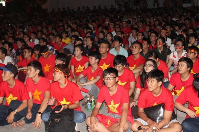 CĐV Sài Gòn cuồng nhiệt trước trận chung kết - ảnh 11