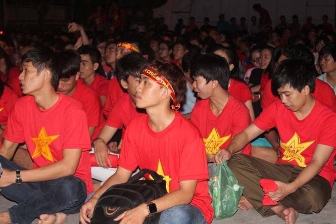 CĐV Sài Gòn cuồng nhiệt trước trận chung kết - ảnh 12