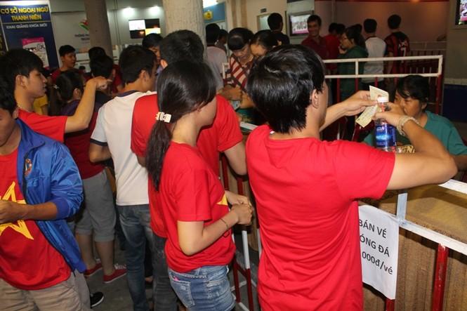 CĐV Sài Gòn cuồng nhiệt trước trận chung kết - ảnh 2