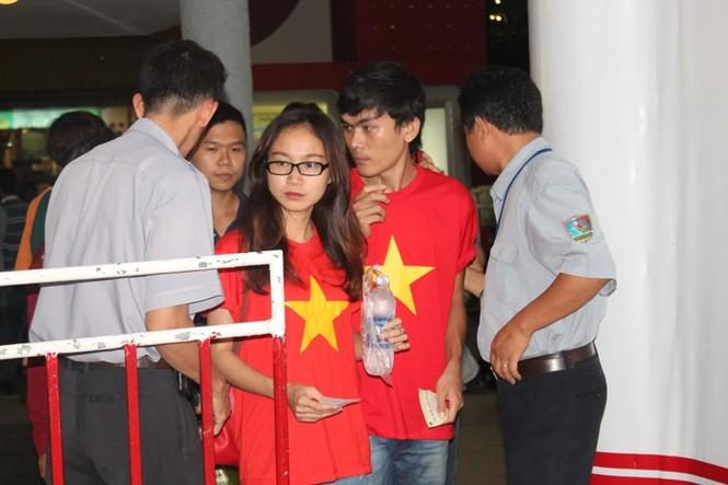 CĐV Sài Gòn cuồng nhiệt trước trận chung kết - ảnh 4