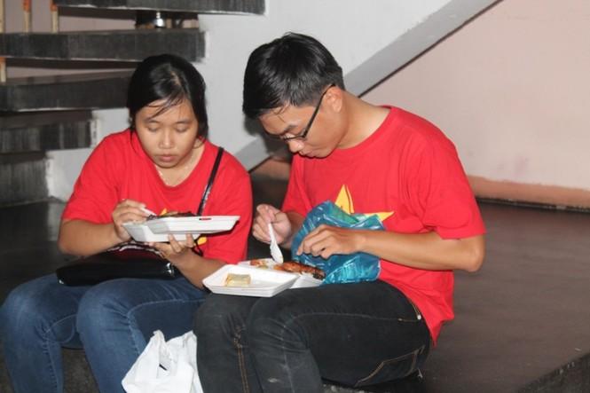 CĐV Sài Gòn cuồng nhiệt trước trận chung kết - ảnh 5