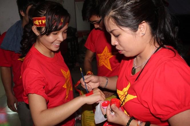 CĐV Sài Gòn cuồng nhiệt trước trận chung kết - ảnh 6