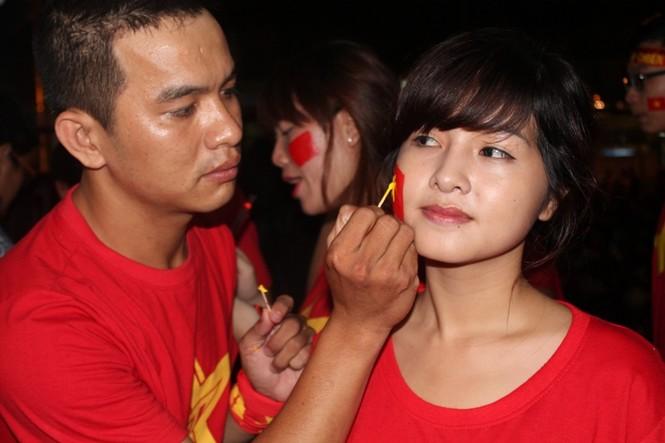 CĐV Sài Gòn cuồng nhiệt trước trận chung kết - ảnh 7