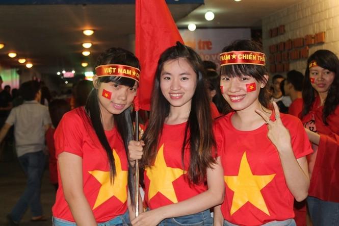CĐV Sài Gòn cuồng nhiệt trước trận chung kết - ảnh 8