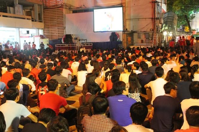 CĐV Sài Gòn cuồng nhiệt trước trận chung kết - ảnh 9