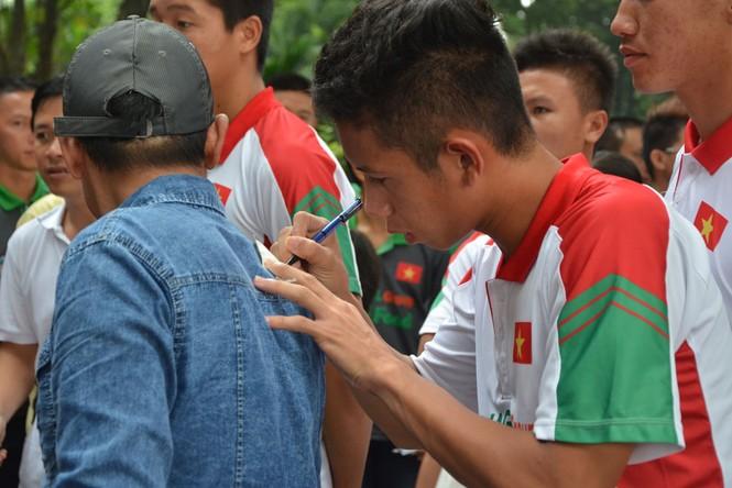 U19 Việt Nam tưởng nhớ Đại tướng Võ Nguyên Giáp - ảnh 11