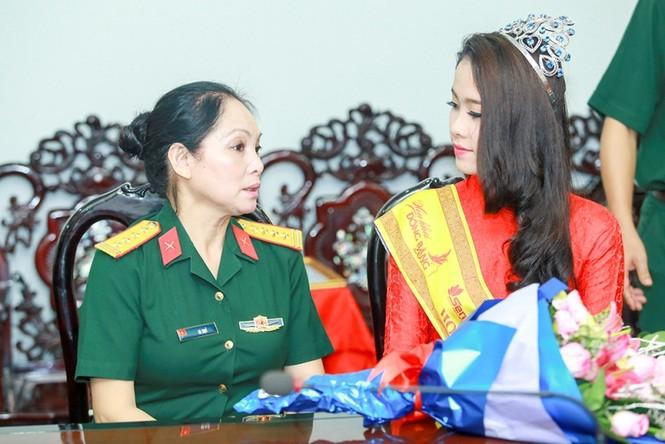 Trường  VHNT Quân đội tặng bằng khen cho Hoa khôi Nam Em - ảnh 4