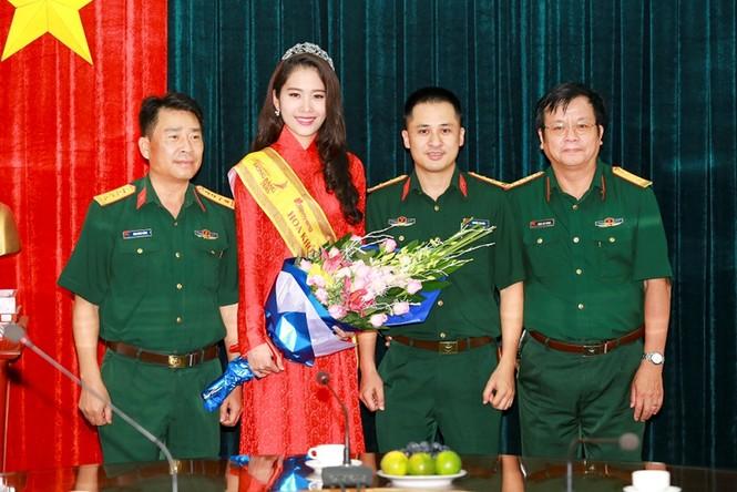 Trường  VHNT Quân đội tặng bằng khen cho Hoa khôi Nam Em - ảnh 10