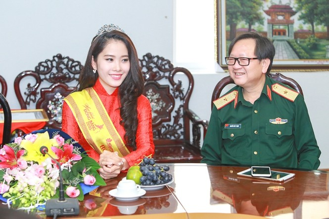 Trường  VHNT Quân đội tặng bằng khen cho Hoa khôi Nam Em - ảnh 5