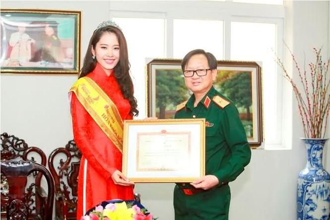 Trường  VHNT Quân đội tặng bằng khen cho Hoa khôi Nam Em - ảnh 8