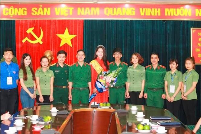 Trường  VHNT Quân đội tặng bằng khen cho Hoa khôi Nam Em - ảnh 9