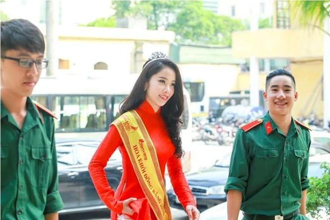Trường  VHNT Quân đội tặng bằng khen cho Hoa khôi Nam Em - ảnh 1