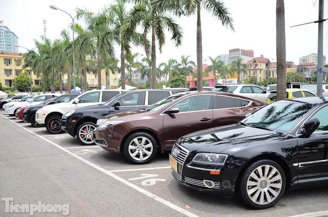 Chợ trời ô tô ở Thủ đô, mua xế tiền tỷ như chọn rau - ảnh 14