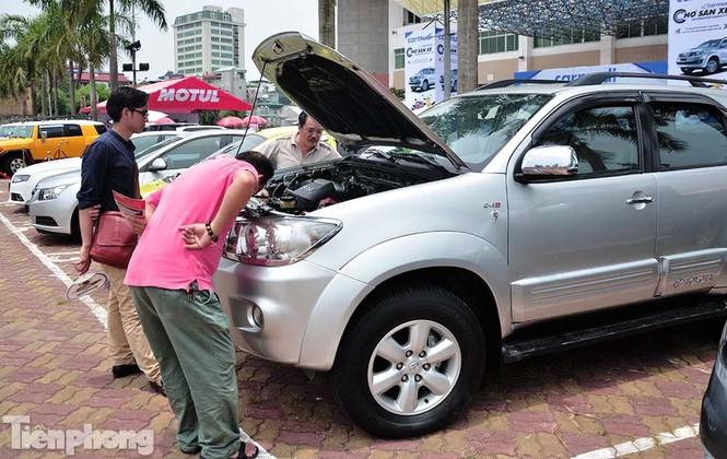 Chợ trời ô tô ở Thủ đô, mua xế tiền tỷ như chọn rau - ảnh 13