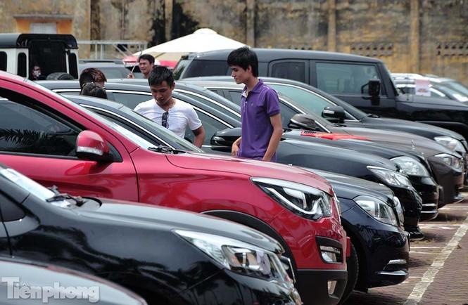 Chợ trời ô tô ở Thủ đô, mua xế tiền tỷ như chọn rau - ảnh 15