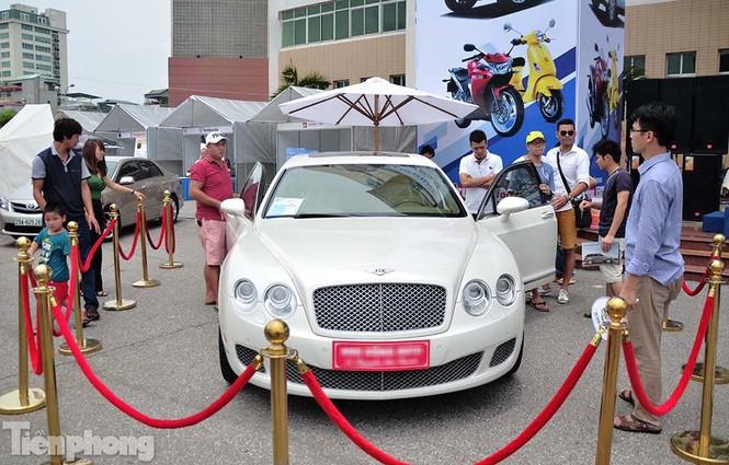 Chợ trời ô tô ở Thủ đô, mua xế tiền tỷ như chọn rau - ảnh 1
