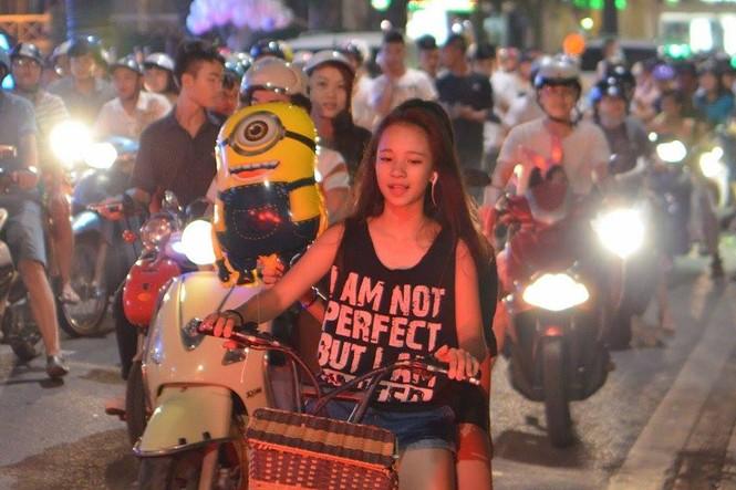 Đường phố Thủ đô tắc cứng đêm Trung thu - ảnh 9