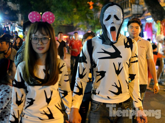 Ngàn 'Ác quỷ', 'tiên nữ' đổ bộ Hàng Mã đêm Halloween - ảnh 8