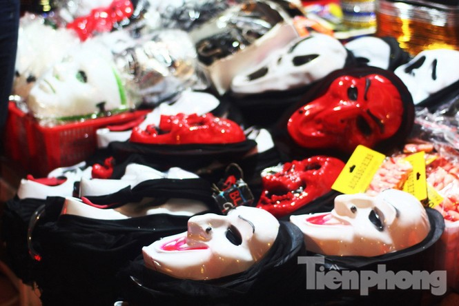Ngàn 'Ác quỷ', 'tiên nữ' đổ bộ Hàng Mã đêm Halloween - ảnh 13