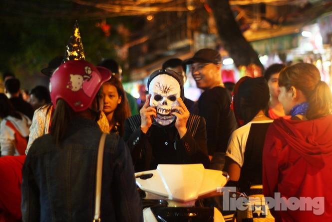 Ngàn 'Ác quỷ', 'tiên nữ' đổ bộ Hàng Mã đêm Halloween - ảnh 5