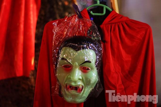 Ngàn 'Ác quỷ', 'tiên nữ' đổ bộ Hàng Mã đêm Halloween - ảnh 4