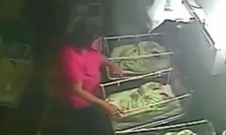 10 video 'hot': Nữ quái trộm tiền siêu nhanh trong cửa hàng đồ lót - ảnh 6