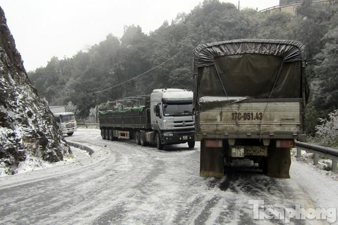 Sapa: Đường đóng băng, giao thông tê liệt - ảnh 1