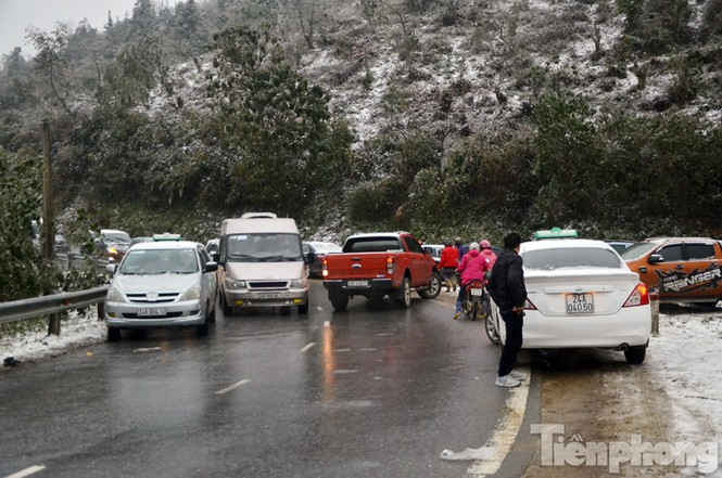 Sapa: Đường đóng băng, giao thông tê liệt - ảnh 10