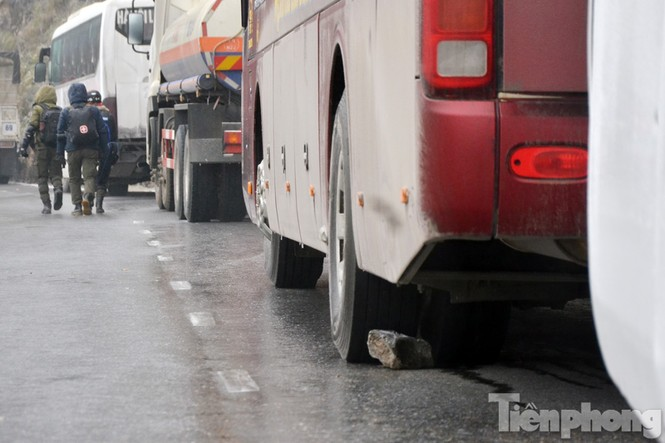 Sapa: Đường đóng băng, giao thông tê liệt - ảnh 4