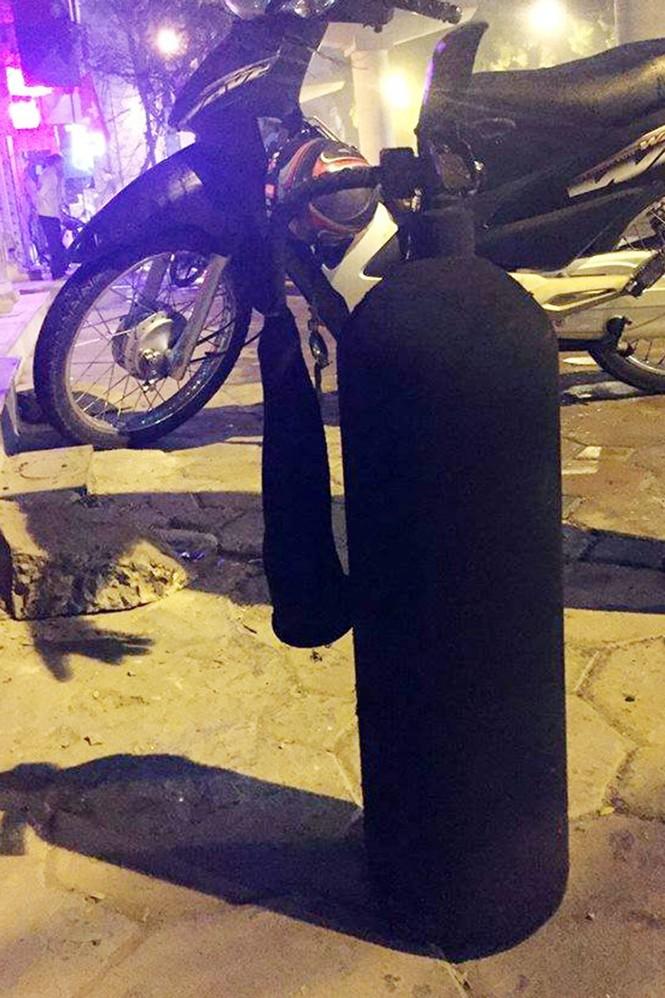 Hà Nội: Cháy cửa hàng điện thoại, nhiều người nhập viện - ảnh 1