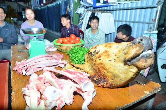 Bất chấp mưa lạnh, chợ Viềng đông nghịt khách 'mua may bán rủi' - ảnh 12