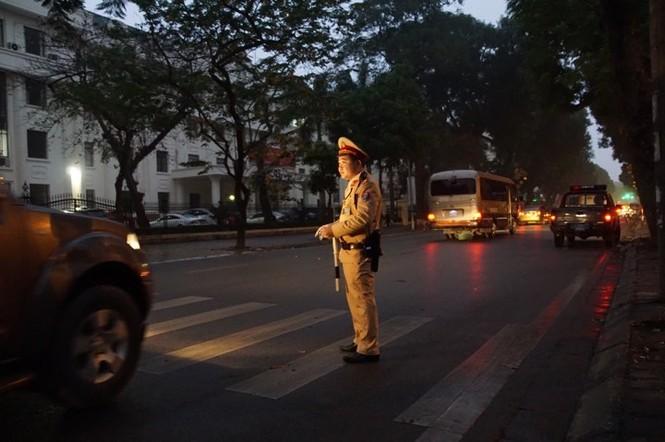 An ninh nghiêm ngặt trong phiên tòa xét xử ông Đinh La Thăng - ảnh 1
