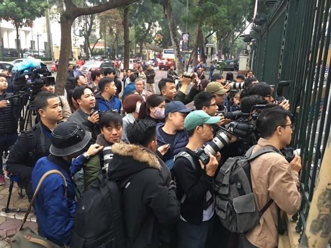 An ninh nghiêm ngặt trong phiên tòa xét xử ông Đinh La Thăng - ảnh 14