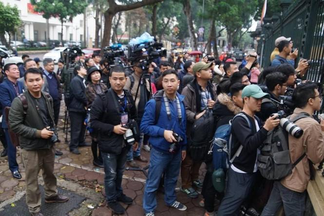 An ninh nghiêm ngặt trong phiên tòa xét xử ông Đinh La Thăng - ảnh 13
