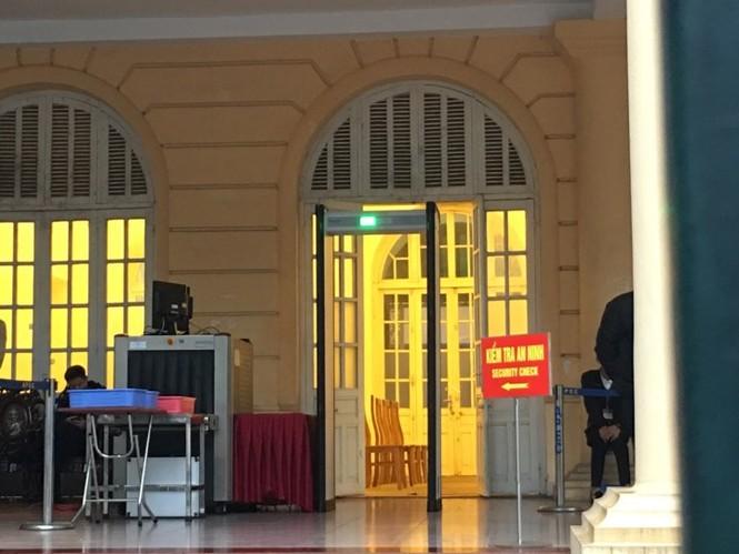 An ninh nghiêm ngặt trong phiên tòa xét xử ông Đinh La Thăng - ảnh 4