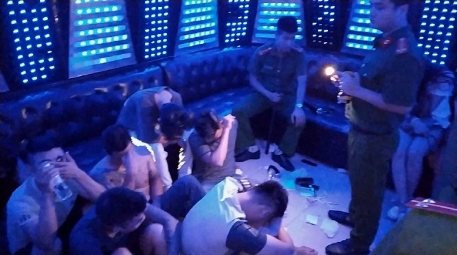 Hơn 70 'nam thanh nữ tú' dương tính ma túy bay lắc trong quán karaoke - ảnh 1
