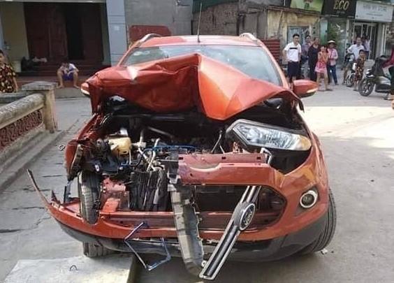 Tài xế lái ô tô Ford EcoSport gây tai nạn liên hoàn ở Hà Nội rồi bỏ chạy - ảnh 3