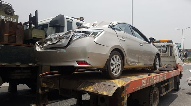Giao thông ùn tắc cả cây số sau vụ tai nạn liên hoàn trên cầu Thanh Trì - ảnh 2